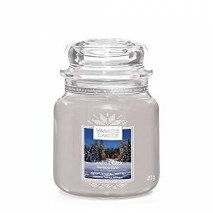 Yankee Candle Medium Jar Scented Candle, Candlelit Cabin, Alpine Christmas Collection, Up to 75 Hours Burn Time