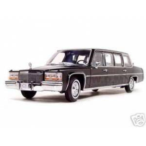 Road Signature 1983 Cadillac Fleetwood Presidential Limousine With Flags 1/24 Diecast Car Model by Road Signature