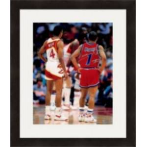 Autograph Warehouse 410382 Muggsy Bogues Autographed 8 x 10 in. Photo Washington Bullets Pictured with Spudd Webb No.SC3 Matted & Framed