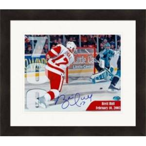 Autograph Warehouse 270288 Brett Hull Autographed 8 x 10 in. Photo - Detroit Red Wings - 700th Goal Commemorative Matted & Framed