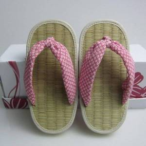 DHgate selling cloth slippers, flip-flops mat japanese children in the home slippers outdoor two used to sample customization