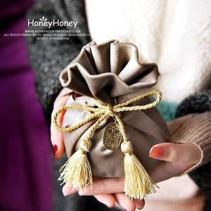 DHgate 20pcs/lot knight silver wedding candy gift bags with tassel chocolate package bag christmas velvet drawstring wrap