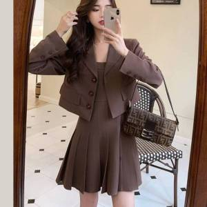 DHgate 2021 new autumn winter two women vintage blazer coat + pleated spaghetti strap mini suits 2 piece set womens outfits kcpg