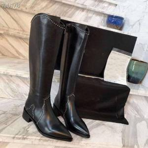 DHgate vallu2020 winter new bright rivet comfortable and versatile leather outdoor pointed motorcycle boots