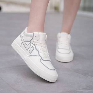 DHgate luxurys designers shoes autumn and winter mid breathable luminous small white shoes womens super fiber leather casual women