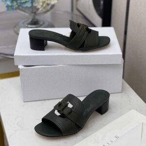 DHgate -designer 10 color hollow out flip flops suitable for wearing rubber sandals, wear- resistant slippers in summer indoor qc1207