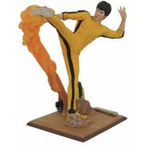 Diamond Select Bruce Lee Gallery Kicking PVC Fig