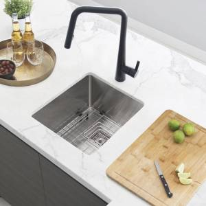 "Stylish 18""L x 16""W Single Basin Undermount Kitchen Sink with Grid and Strainer (Silver)"