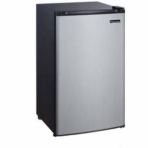 Magic Chefluded Magic Chef 3.5 cubic foot Compact Refrigerator (Black)