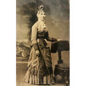 Antique AMERICAN VICTORIAN WOOL DRESS HAIRDO GOLD JEWELRY FASHION TINTYPE PHOTO   [ ]