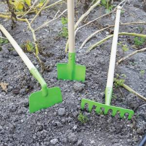Bigjigs Toys Children's Long Handled Gardening Soil Rake with Wooden Handle - Ga