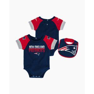 Outerstuff LLC New England Patriots 50 Yard Pass Baby Creeper, Bib, and Booties Set