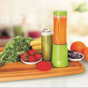 Euro Cuisine Portable Blender for Shakes and Smoothies - 150W Mini Mixx Personal Blender with 2-10oz by Euro Cuisine in Green