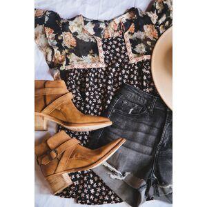 Entro Amy Floral Flutter Sleeve Blouse Black